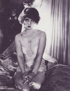 Silent film star Clara Bow wearing the cutest pajamas, ca Vintage Glamour, Vintage Lingerie, Vintage Girls, Vintage Beauty, Vintage Burlesque, Vintage Hollywood, Classic Hollywood, Clara Bow, Silent Film Stars