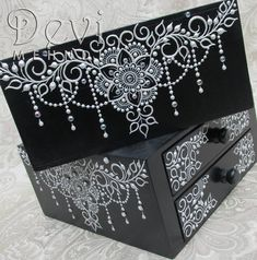 Wooden boxes especially decorated for my sister. I used black acrylic paint and white textile paint. I drew flowers, vines, leaves and chains to create a fluid design. Wooden Jewelry Boxes, Jewellery Boxes, Jewellery Storage, Wooden Boxes, Lace Painting, Dot Painting, Diy Gifts Love, Unique Gifts, Henna Candles