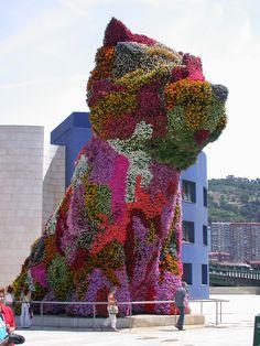 The first vertical garden installation I can remember seeing, Bilbao Guggenheim, 2001. I love Jeff Koons' work.