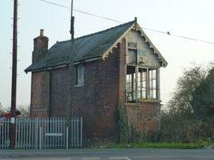 Disused signal box on Hull's Drove, Postland