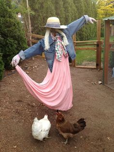 Scarecrows for Garden Ideas How To Make A Scarecrow For Your Garden Scarecrows for Garden Ideas. Scarecrows were first invented as a way to keep birds, especially crows, out of gardens and fields. Garden Yard Ideas, Garden Crafts, Garden Projects, Patio Ideas, Make A Scarecrow, Scarecrow Ideas, Scarecrows For Garden, Design Jardin, Garden Whimsy
