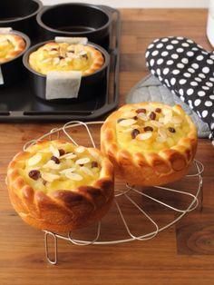 """""""Tartropan of sweet potato and red ball"""" Tatara Pastry Recipes, Sweets Recipes, Bread Recipes, Baking Recipes, Desserts, Japanese Bakery, Japanese Bread, Bread Bun, Bread Cake"""