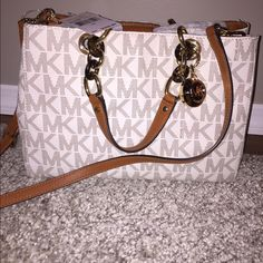 ⭐️Authentic MK bag ⭐️ ⭐️NWT MK Cynthia Satchel in color Vanilla❤️ comes with additional Crossbody strap ⭐️Gold and wood grain hardware ⭐️ This bag is a beauty Has double pocket section with a zippered section in the middle Michael Kors Bags Satchels