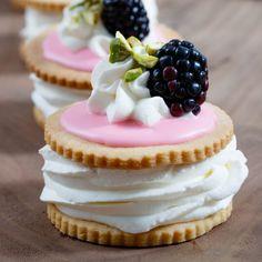 Medaljer - Classic Danish Cream Cakes
