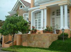 teras depan rumah dengan kombinasi batu alam home