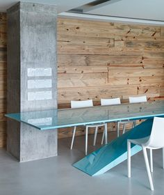 polished concrete + raw timber = lush contrast in textures...