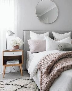Top Bedroom Decor Ideas With Scandinavian Style besten Schlafzimmer Dekor Ideen mit skandina Scandinavian Interior Bedroom, Scandi Bedroom, Modern Bedroom, Bedroom Simple, Master Bedroom, Trendy Bedroom, Contemporary Bedroom, Scandinavian Design, Minimalist Bedroom