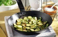 Κρητικός μεζές έτοιμος σε 25' Greek Recipes, Sprouts, Vegetables, Food, Recipes, Essen, Greek Food Recipes, Vegetable Recipes, Meals
