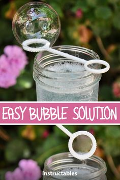 It only takes a few ingredients to make the best homemade bubble solution! It only takes a few ingredients to make the best homemade bubble solution! Bubble Solution Recipe, Homemade Bubble Solution, Bubble Recipe, Homemade Bubble Wands, Bubble Diy, Homemade Bubbles, Kids Bubbles, Giant Bubbles, Soap Bubbles