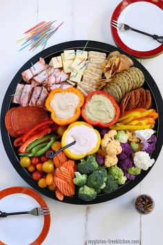 Gluten-free Veggie, Meat, and Cheese Tray with Sour Cream Taco Dip plus Albertsons Grand Opening! This versatile gluten-free sour cream taco dip is yummy for dipping vegetables, gluten-free chips and more in. You can adjust the heat of it! Meat And Cheese Tray, Meat Trays, Meat Platter, Cheese Dips, Hummus Platter, Veggie Cheese, Charcuterie Recipes, Charcuterie Platter, Charcuterie And Cheese Board