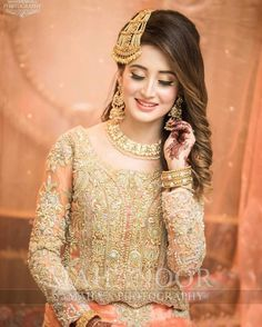 Bridal hairstyles are pretty unique and elegant Pakistani Bridal Hairstyles, Pakistani Bridal Makeup, Pakistani Wedding Outfits, Bridal Outfits, Indian Bridal, Pakistani Dresses, Bridal Makeup Looks, Bridal Looks, Pakistan Bride