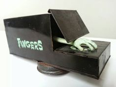 Fingers Frankonia Mechanical Bank // Collectible Antique Japanese Toy Bank // Hand Grabs Coin and Drops it in to Bank 1960s Toys, Retro Toys, Vintage Toys, Retro Vintage, Japanese Toys, Fingers, Coins, Decorative Boxes, Games