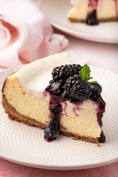 This easy cheesecake combines a silky smooth cream cheese filling with a tangy sweet sour cream topping. It's a NO FUSS cheesecake recipe that delivers incredible results every time! Cheesecake Recipe No Sour Cream, Old Fashioned Cheesecake Recipe, Best Cheesecake, Cheesecake Recipes, Great Desserts, Köstliche Desserts, Best Dessert Recipes, Sweet Recipes, Delicious Desserts