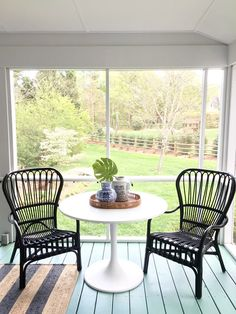 porch-table-chairs, white, tulip, pedestal, table, blue, white, ginger, jars, tray, striped, rug