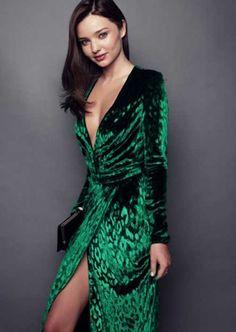 Yırtmaçlı-Yeşil-Kadife-Elbise-Modeli