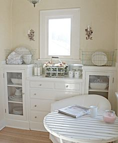 Shabby french for me: ~ My Kitchen Nook ~ Romantic Shabby Chic, Shabby Chic Decor, Romantic Homes, Vibeke Design, Kitchen Nook, Kitchen Ideas, Kitchen Inspiration, White Rooms, Beautiful Kitchens