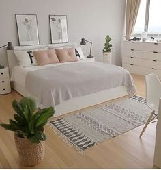 minimalist bedroom ideas for small rooms - Do not let limited space hinder you f . minimalist bedroom ideas for small rooms - Do not let limited space hinder you f . - beautiful farmhouse bedroom bedroom ideas 70 beautiful f. Small Room Bedroom, Dream Bedroom, Home Bedroom, Summer Bedroom, Long Bedroom Ideas, Girls Bedroom, Bedroom Ideas For Small Rooms For Adults, Young Woman Bedroom, Peaceful Bedroom
