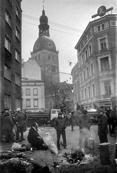 Barricades to protect demonstrators against Soviet army 1991. Riga, Latvia