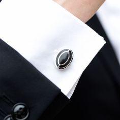 Butonii de camasa ovali cu interior negru sunt accesoriile perfecte pentru un mire clasic, cu gusturi rafinate. Butonii pot fi purtati la camasa de ocazie, prevazuta cu manseta pentru butoni. Acestia se prind cu o cheita pliabila, care iti ofera siguranta ca nu ii vei pierde. Butonii din inox cu oval negru merg asortati la un costum de nunta elegant. Frumoasele accesorii se livreaza intr-o cutiuta eleganta de culoare neagra. Butonii de camasa ovali reprezinta o sugestie de cadou pentru mire… Cufflinks, Accessories, Fashion, Moda, Fashion Styles, Wedding Cufflinks, Fashion Illustrations, Jewelry Accessories