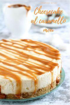 Cheesecake al caramello mou. Una base di biscotti croccanti con sopra una golosa e delicata crema alla ricotta e formaggio fresco spalmabile. A finire una deliziosa salsa al #caramellomou #salsamou #mou #caramello #ricetteconcaramello #cheesecake #ricettacheesecake #cheesecakealcaramello #cheesecakemou #ricettecheesecake Italian Desserts, Mini Desserts, Delicious Desserts, Homemade Cake Recipes, Cookie Recipes, Dessert Recipes, Cheesecake Cupcakes, Cheesecake Recipes, Confort Food