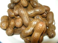 Unintentionally Vegan - Boiled peanuts - I grew up in the southeast, and my mom always made these. I still crave these and sometimes go on hunts for raw peanuts so I can make my own boiled peanuts. Boiled Peanuts, Raw Peanuts, Peanut Recipes, Snack Recipes, Cooking Recipes, Boil Peanuts Recipe, Yummy Treats, Yummy Food, Southern Recipes