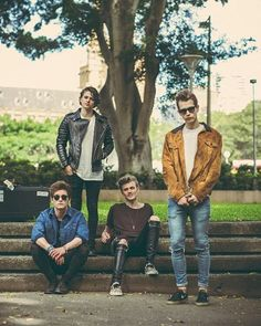 Everyone is sirious and than Tris is smilling like: I love the band, but I hate photoshoots