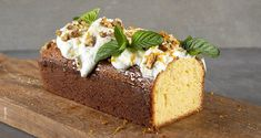Olive oil and yogurt cake by the Greek chef Akis Petretzikis. Make easily and quickly this delicious recipe for a unique cake with yoghurt, full of flavors! Greek Desserts, Greek Recipes, Sweets Recipes, Cake Recipes, Recipe For Success, Yogurt Cake, Sweet Pie, Unique Cakes, Cooking Time