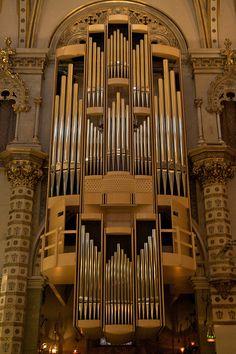 Organ, Montserrat Monastery