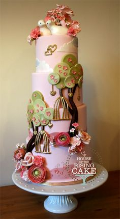 Love birds wedding cake (© House of the Rising Cake You may not reproduce, blog, borrow, alter or use this photo without written consent from the artist.) Feel free to repin but please link back to my website. Thank you.