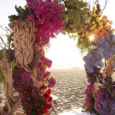 Color us impressed with this stunning floral arch! Florals: @marksgarden