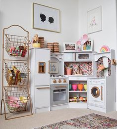 It took me a while to understand that this is a toy kitchen for kids! #handmade #art #design
