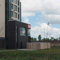 Voor Van der Valk Hotel, locatie Drachten maakte Falco deze grote fietsenstalling van maar liefst 5x12 meter. Een fietsparkeervoorziening, bestaande uit een FalcoLok overkapping inclusief fietsparkeervoorzieningen, waar personeel en gasten van Van der Valk droog en veilig hun fiets kunnen stallen. Multi Story Building