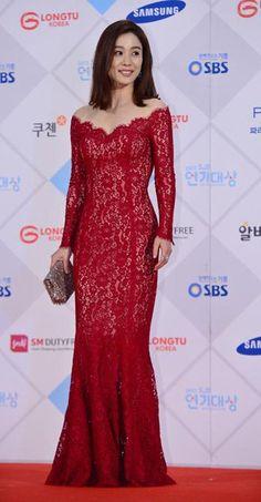 Today's Photo: January 2016 @ HanCinema :: The Korean Movie and Drama Database Kim Tae Hee, Han Hyo Joo, Kdrama Memes, Asian Celebrities, Boys Over Flowers, January 1, Korean Actresses, Red Carpet Dresses, Girl Crushes