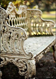 Love this old bench ~❥