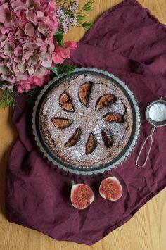 Gluten free sticky chocolate cake with figs Figs, Chocolate Cake, Sweet Treats, Gluten Free, Chicolate Cake, Chocolate Cobbler, Glutenfree, Sweets, Bolo De Chocolate