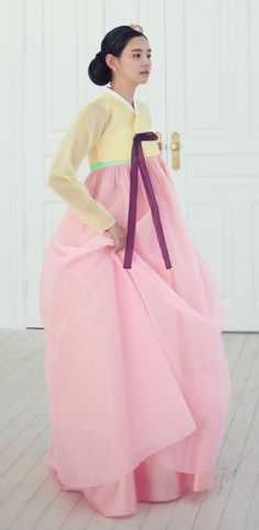 Seodamhwa - Wedding Hanbok designed by Song Hye-Mi - Traditional Korean Clothing (photo cropped) Korean Traditional Dress, Traditional Fashion, Traditional Dresses, Korean Dress, Korean Outfits, Korean Fashion Trends, Asian Fashion, Modern Hanbok, Cute Korean
