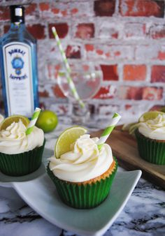 This weeks cocktail cupcake is inspired by a Great British favourite: gin and tonic! After a tiring week at work, an ice-cold gin. Gin And Tonic Cupcakes, Cocktail Cupcakes, Mini Cupcakes, Sweets Recipes, Cupcake Recipes, Desserts, Cocktails, Drinks, Sweet Treats