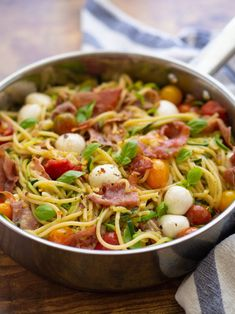 This easy and healthy mediterranean summer spaghetti dish is packed with seasonal produce and a garlicky olive oil sauce! Mini Mozzarella Balls, Cheesy Pasta Recipes, Prosciutto Recipes, Summer Spaghetti, Zoodle Recipes, In Season Produce, Healthy Summer, Cherry Tomatoes, Nutrition