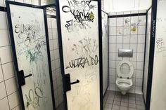 Dortmunder Schulklos - so sah es 2012 im Robert-Bosch-Berufskolleg aus.