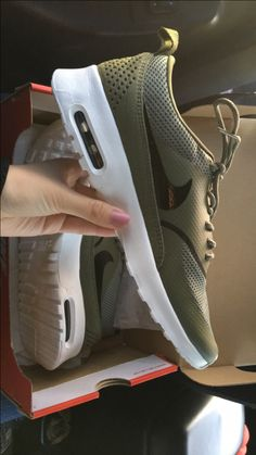 Olive green air max Thea women's Instagram:@melissamah_