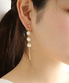 【ZOZOTOWN|「ツケ払い」ならお支払は2ヶ月後】Nelitne(ネリネ ねりね)のピアス(両耳用)「3連コットンパールピアスorイヤリング」(423187)を購入できます。 White Earrings, Bridal Earrings, Beaded Earrings, Earrings Handmade, Beaded Jewelry, Jewellery, Layered Jewelry, Simple Jewelry, Cute Jewelry