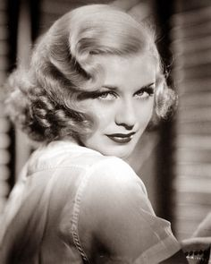 Gorgeous, Ginger Rogers, her hair Super defined finger waves and rag curls at bottom I think. Glamour Hollywoodien, Old Hollywood Glamour, Golden Age Of Hollywood, Classic Hollywood, Hollywood Stars, Ginger Rogers, Costume Année 30, Style Année 20, Pelo Vintage