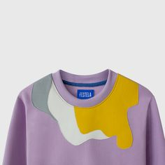 This sweatshirt has geometric embroidery sewn all over the garment in various colors. It is a very versatile sweatshirt and its soft interior gives a great feeling of comfort. It has long sleeves, a round neck and a straight bottom. Malm, Silk Screen Printing, Barcelona, Neckline, Embroidery, Gray, Printed, Night, Sweatshirts
