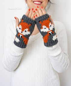 Fox Handwarmer/Fingerless Gloves Crochet Pattern by Diy Tricot Crochet, Crochet Mittens Pattern, Fingerless Gloves Crochet Pattern, Crochet Fox, Crochet Crafts, Crochet Projects, Crochet Patterns, Free Crochet, Fun Projects