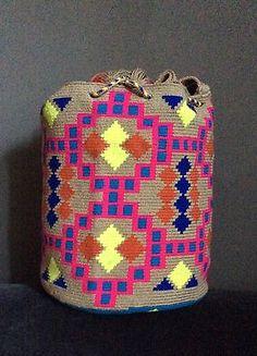 Authentic Wayuu Mochila hand woven in LaGuaira Colombia, una hebra tecnique