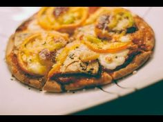 How to make Pizza (Pita Bread, Green Peppers, Tomatoes, Mozzarella)