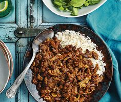 Chicken mole: A lovely Mexican dish, similar in flavour to a chilli con carne. The small hit of chocolate adds great depth. Chicken Mole Recipe, Roast Chicken Recipes, Easy Cook Rice, Healthy Cooking, Healthy Recipes, Cheap Recipes, Batch Cooking, Cooking Recipes
