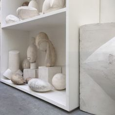 5 weetjes over Brancusi Constantin Brancusi, Floating Shelves, Home Decor, Homemade Home Decor, Wall Mounted Shelves, Wall Shelves, Decoration Home, Interior Decorating