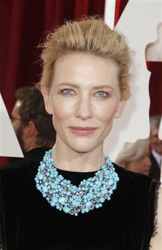 Oscar queen Cate Blanchett made a serious statement on the red carpet in an exquisite turquoise, aquamarine and diamond bib necklace by Tiffany & Co.