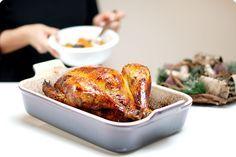 Receta de capón con Thermomix ideal para Nochebuena y las cenas en Navidad. Capón relleno de carne y piñones. Puedes probar la receta con un pollo de corral, pavo o pavita.